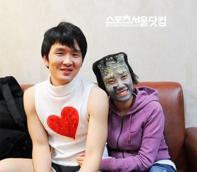 Yoon Hyeong Bin (as Wang Bi Ho, finale gag of Gag Con); and Jeong Gyeong Mi (as Frankenstein, in a certain episode of Dressing Room's Strong Ms Kang)